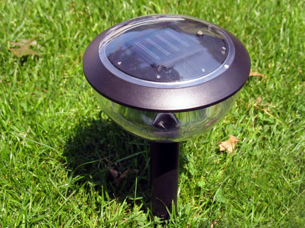 How to select outdoor solar post lights